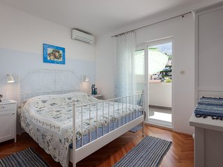 Room with ensuite bathroom, kitchenette and AC