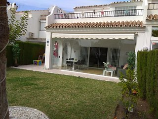 Spacious house with private garden-golf beach IR71