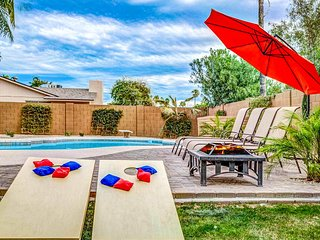NEW LISTING! Beautiful, remodeled home w/pool, hot tub, jetted tub - 1 dog OK