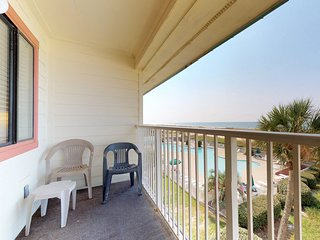 NEW! Waterfront family friendly condo w/ Gulf access plus shared pool & hot tub