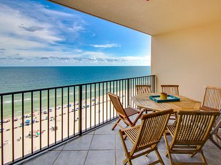 Direct beachfront condo w/shared pool/hot tub, balcony & ocean view