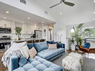 Stayloom's Luminous Luxury Cottage   near Downtown