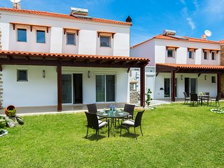Fully equipped villa with pool near the beach