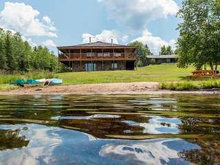 Large Luxury 3000+ sq ft Lakeside Muskoka Log Home