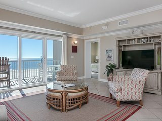 Spacious condo w/ Gulf-front views & access to pools/hot tub/gym!