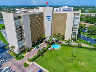Waterfront 5th floor condo overlooks NPB Golf Course + Intracoastal