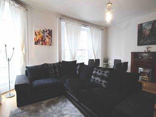Captivating 3 Bed 2 Bath Apartment