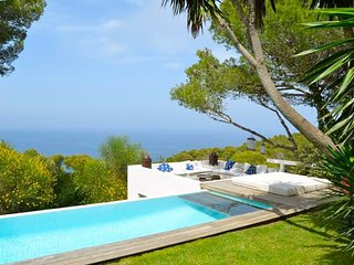 Cozy house a short walk away (382 m) from the 'Platja del Raco' in Begur with Pa