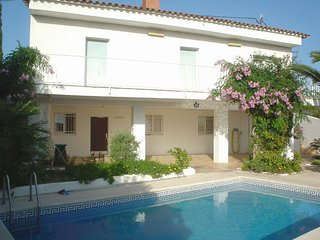 5 bedroom Villa with Pool, WiFi and Walk to Shops - 5223719