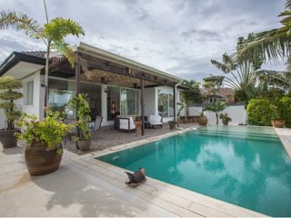 Prestige Villa on the heart of the Royal family's vacation home town          !
