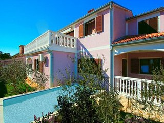 Spacious villa in the center of Medulin with Parking, Internet, Washing machine,