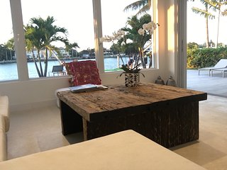 Beautiful Miami Beach Waterfront Villa 4 bedroom+4 bathroom, Pool, Jacuzzi