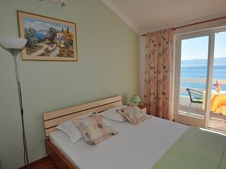 Cozy apartment in the center of Duće with Parking, Internet, Air conditioning, B
