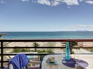 Cozy apartment a short walk away (83 m) from the 'Platja del Salatar' in Roses w