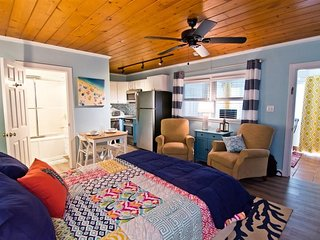 Soundside Suite, short walk to beach, linens provided with beds made for weekly
