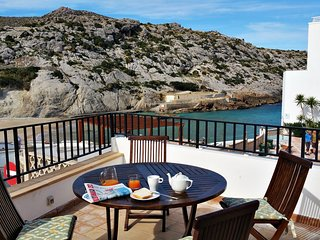 Cozy house right near the 'Cala Barques' in Cala Sant Vicenc with Parking, Inter