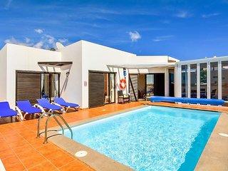 3 bedroom Villa in Playa Blanca, Canary Islands, Spain - 5719464