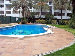 Cozy apartment in Roses with Internet, Washing machine, Pool, Garden
