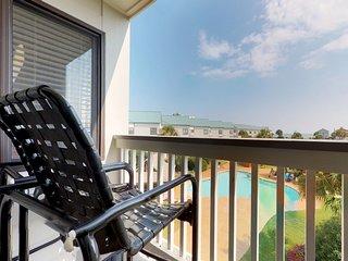 NEW LISTING! Studio resort condo w/shared hot tub & pool-near beach & town