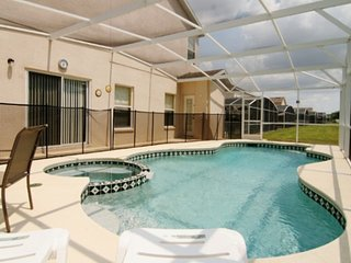 Spacious 3 en-suites  villa with private pool and SPA, WiFi, Game Room