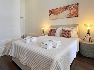 Spacious apartment close to the center of Porto with Internet, Air conditioning,