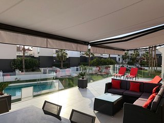 Luxury 3 bed apartment stunning Balcony over pool.