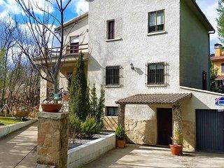 El Rincon de Gredos junto al Alberche con jardin,barbacoa y chimenea