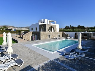 Villa Nefeli with private pool, close to Naoussa and the beach
