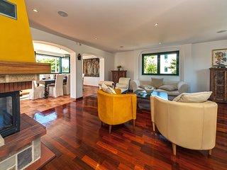 Sumartin Villa Sleeps 8 with Pool Air Con and WiFi - 5739250
