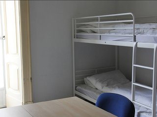 Basic 8 Bed Mixed Dorm (share Bathroom)