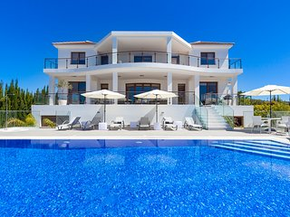 VILLA MAJESTIC, 7 Bed, Hot Tub, Heated Pool, Amazing Views, Close to Coral Bay