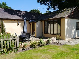 Forester's Cottage - Detached Holiday Cottage, New Forest / Dorset border