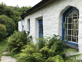Pont Faen Charming Secluded 3 Bedroom Cottage on leafy rural estate - ready June