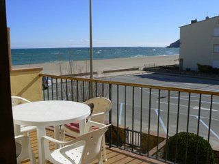 Apartment in Playa de Pals with private parking