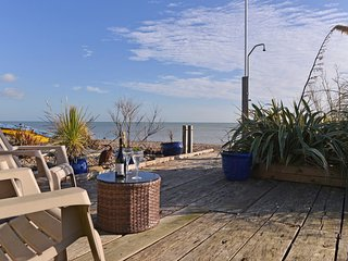 Tides Cottage - stunning sea views and beach garden