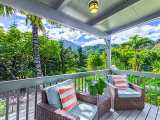 Hale Kanani, Newly Remodeled, AC, Steps to Hanalei Bay, Mountain & Waterfall Vie