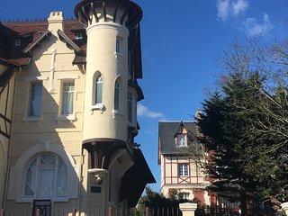 Angelunette proche des Celebres Planches de Deauville