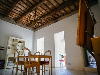 Sunny and large 4 bedrooms apartment in the center of Rome