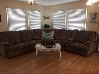 Comfy Sectional Sofa with Recliners & Pull-out Bed