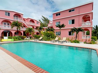 Comfortable studio w/ shared pool at a beachfront resort, steps to the water!