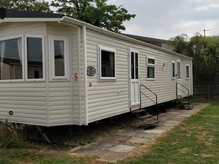 8 Berth Northshore Central Heated