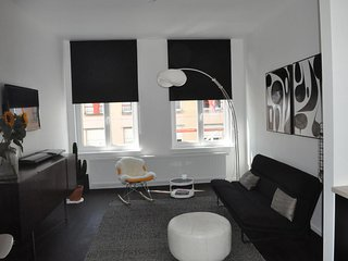 New Hip Center Apartment - 2 Bedrooms Off Trendy Kloosterstraat Street