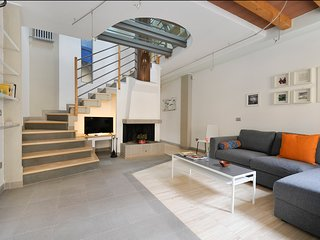 Wonderful house, 3 floors, with courtyard (center of Bologna)