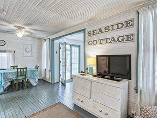 Vintage cottage w/ an outdoor shower, unique interior, near North Beach!