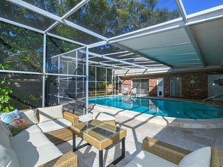 Renovated 3 bedms/2.5 bathms with pool close to Downtown