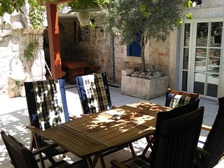 Vintage & luxury 4+2 apartment in a Villa Lantina