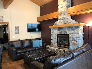 Highlander A SLEEPS 22 - 3 Bedroom+Den+Loft+Sauna+Foosball  Table and Hot Tub