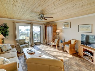 Renovated oceanfront villa w/ shared pool/hot tub, close to beach!