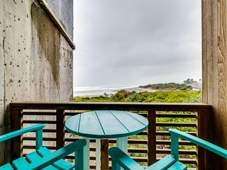 Dog-friendly oceanfront condo w/shared hot tubs & easy beach access