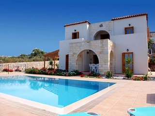 Luxury Villa, panoramic sea view, private pool, wifi, outdoor kitchen and living